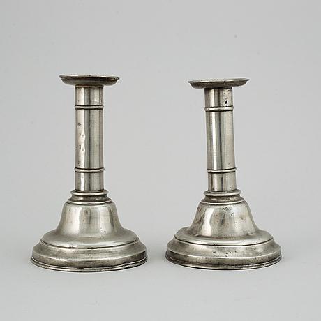Ljusstakar, ett par, tenn, joh fredrik werrenrath, lund, 1800-talets mitt.