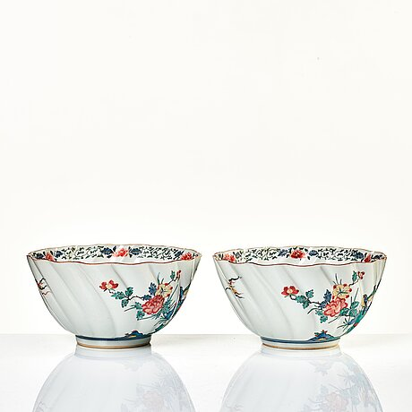 A pair of japanese kutani bowls, early 20th century.