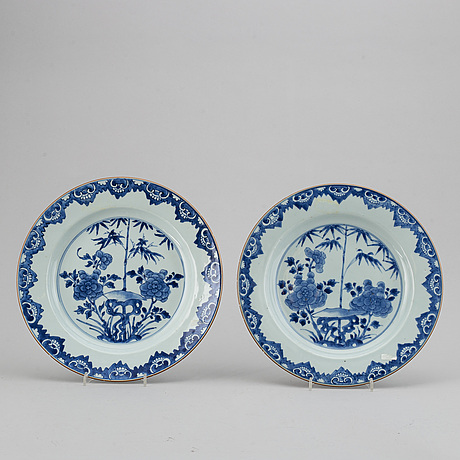 A pair of blue and white dishes, qing dynasty, 18th century.