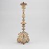 Altarljusstake, målat trä, barock, troligen 1700-tal.