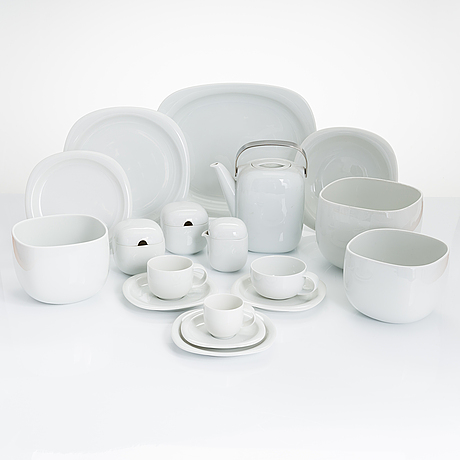 Timo sarpaneva, a 74-piece 'suomi' tableware set in porcelain, rosenthal studio-linie, 1980s. design year 1976.
