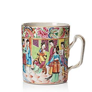 814. A Canton famille rose mug, Qing dynasty, 19th Century.