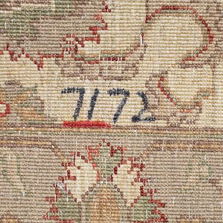 Mattor, 2 st, zeigler design, ca 84 x 61 cm.