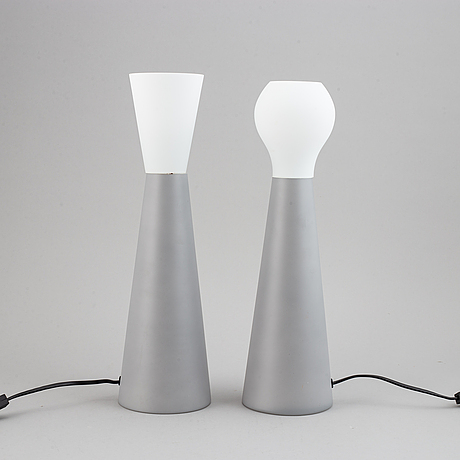 Klas-gÖran tinbÄck, a pair of glass table lamps.