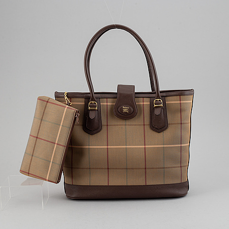Burberry, a tote bag.