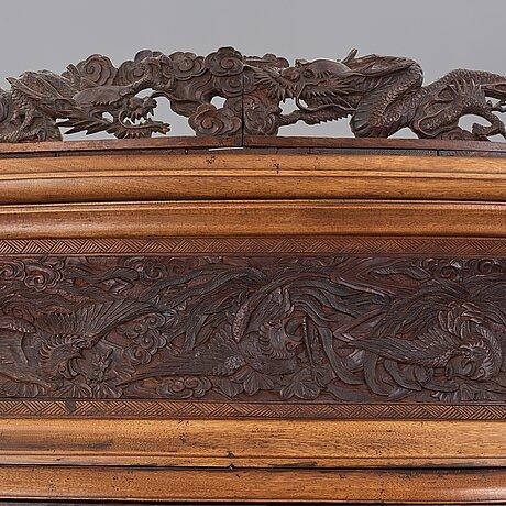 Skåp/shodona, lackerat trä med inläggningar av pärlemoor, japan, edo perioden.