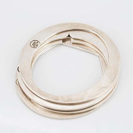 4 silver bangles.