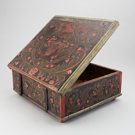 Skrin, senbarock, daterat 1747.