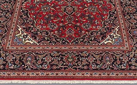 A carpet, kashan, ca 307 x 198 cm.