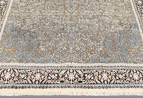 Matta, kashmir silke, ca 325x 210 cm.