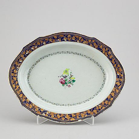 An oval famille rose dish, qing dynasty, qianlong (1736-95).