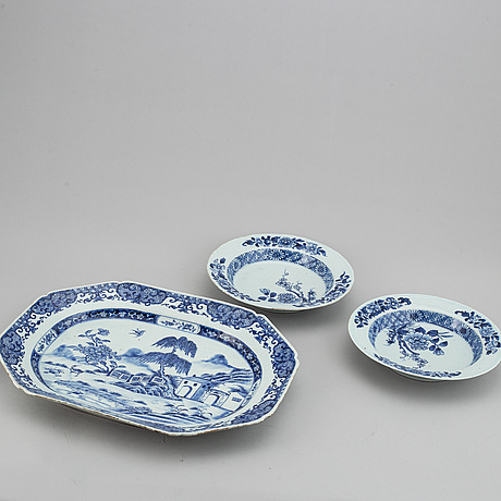 A pair of blue and white plates and a serving dish, qing dynasty, qianlong (1736-95).