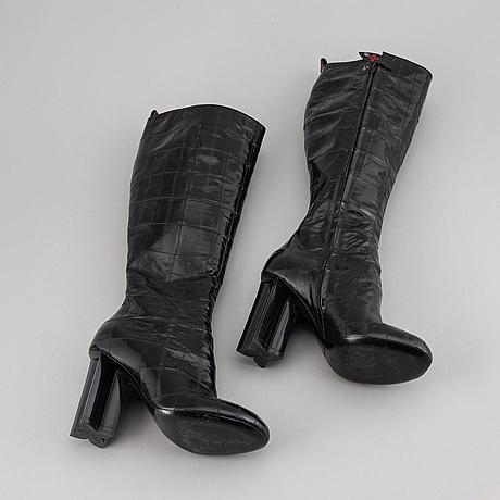 Louis vuitton, a pair of letaher boots, size 37.