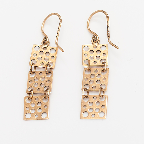 "Liisa vitali, a pair of 14k gold earrings ""pitsi"". westerback, helsinki 1970."