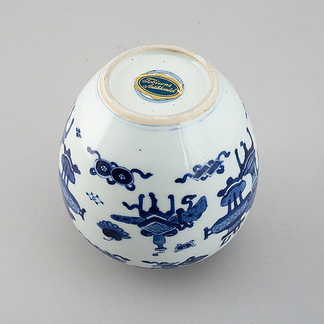 A blue and white jar, qing dynasty, 18th century.