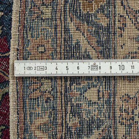 A carpet, semi-antique esfahan/tehran, probably, ca 317,5 x 203,5 - 205 cm.
