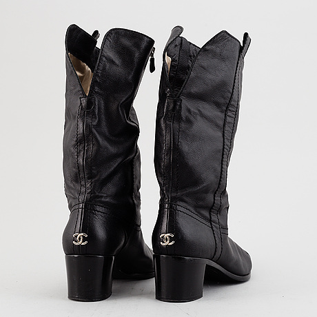 Chanel, a pair of leather boots, size 40.