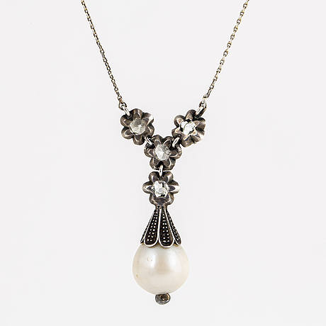 Freshwater pearl, old-cut and rose-cut pendant.