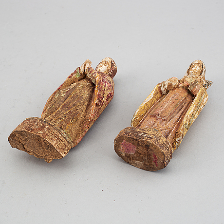 A pair of wooden figures around 1800.