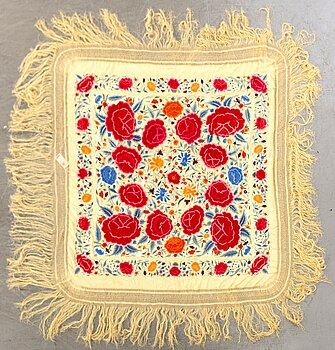 SJAL, Kina 1920-tal, silkebroderi på siden ca 156 x 156 exkl fransar.