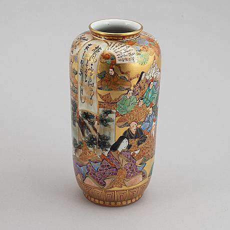 Two japanese kutani vases, 20th century.