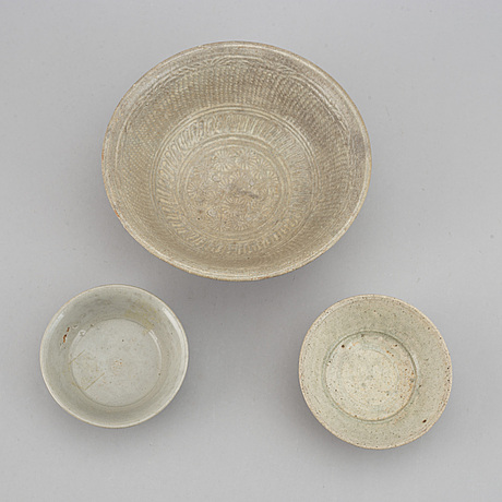 A group of three bowls, south east asian, 17th century or older.