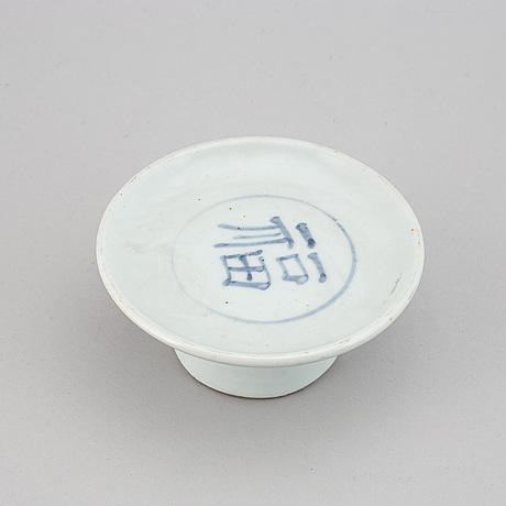 A blue and white korean tazza, 18/19th century.