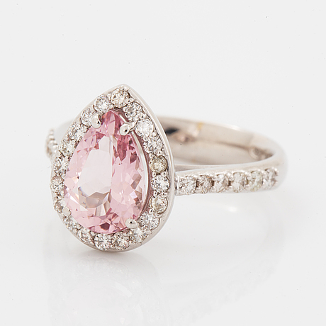 An 18k gold ring set with a faceted morganite.