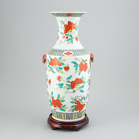 A large famille rose floor vase, early 20th century.