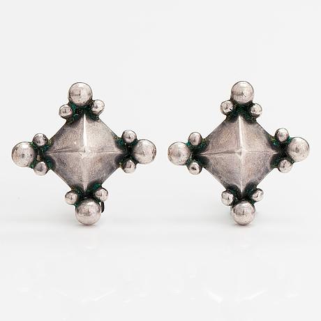 Saara hopea, a pair of silver earrings. ossian hopea, porvoo 1982.