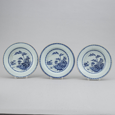 Four blue and white plates, qing dynasty, qianlong (1736-95).