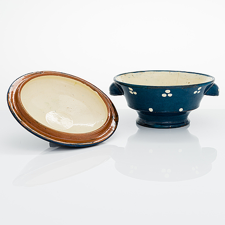 Alfred william finch, a serving bowl with lid around 1900 by iris finland.