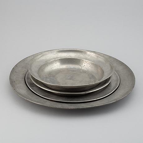 4 plates, pewter, 18th century.