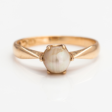 A 14k gold ring with a cultured pearl. westerback, helsinki 1964.