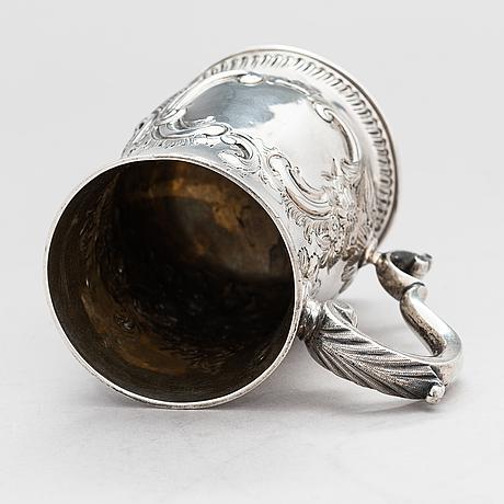 A sterling silver mug, maker's mark of john king, london 1775.
