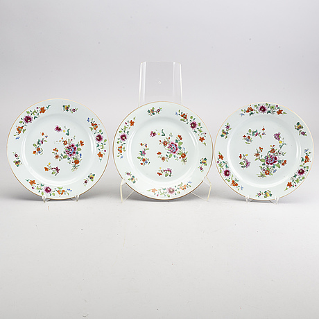 Set of eight  chines  porcelain  eight famille rose qianlong dishes.