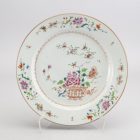 A large famille rose dish, qing dynasty, qianlong (1736-95).