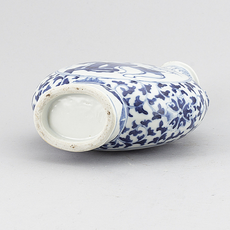 A blue and white moon flask/vase, qing dynasty, guangxu (1875-1908).