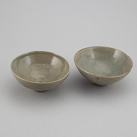 Two celadon glazed bowl, korea, koryo, 14/15th century.