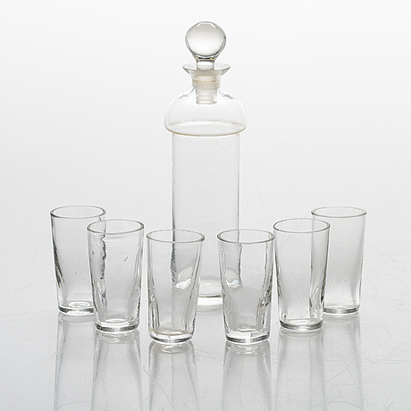 A vodka set in glass from late 19th century.