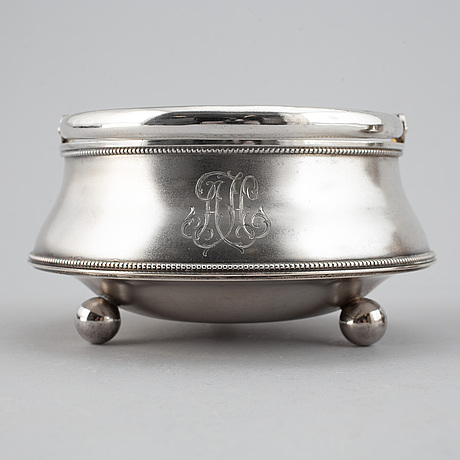 A parcel-gilt silver creamer and bowl, st petersburg 1898-1903.
