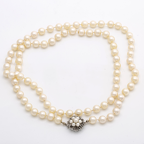 Pearl necklace cultured pearls approx 7 mm, clasp 18k whitegold w cultured pearls, approx 74 cm.