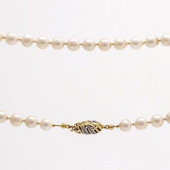 PÄRLCOLLIER odlade pärlor ca 7 mm, lås i 18K guld m diamanter 8/8, ca 74 cm.
