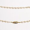 Pearl necklace cultured pearls approx 7 mm, clasp 18k gold w single-cut diamonds, approx 74 cm.