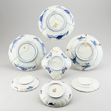 A set of seven imari dishes, japan, late 19th century and 20th century.