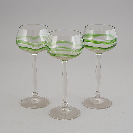 A set of 19 white wine glasses, 20th century.