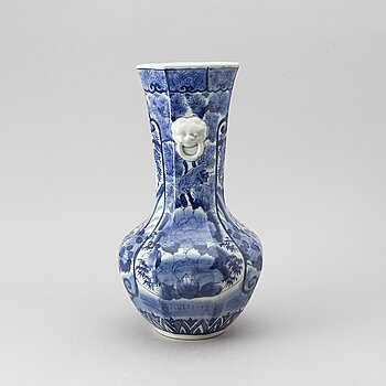 A blue and white Japanese vase, Meiji period (1862-1912).