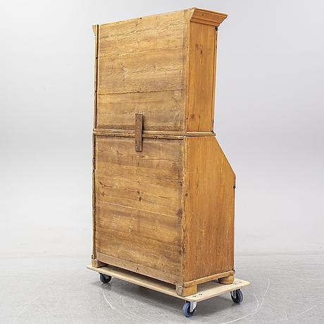 A pine cabinet, circa 1800.