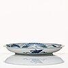 A blue and white dragon dish, qing dynasty, kangxi (1662-1722).