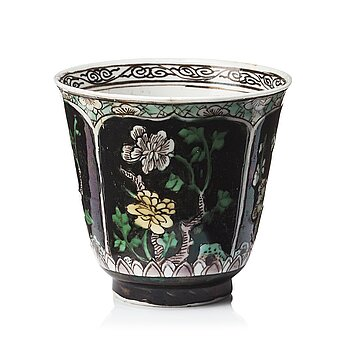 615. A famille noire cup, Qing dynasty, Kangxi (1662-1722).